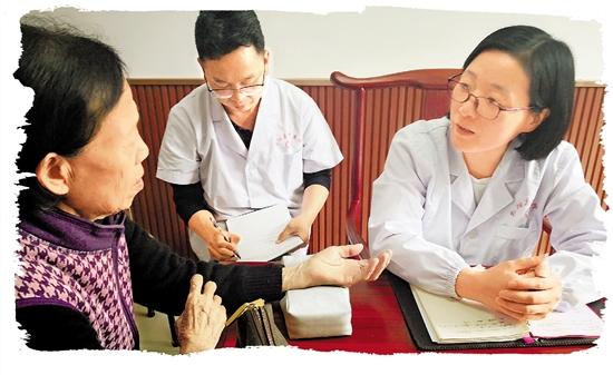 患者排起长队 医生拜师学艺 朱慧萍:省城来的中医博士