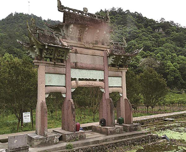 璞玉贞节牌坊:一座写满沧桑与血泪的历史遗迹