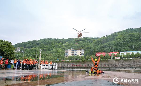 新昌举行水、陆、空应急救援演练