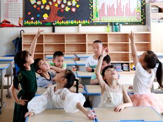 教室空调安装忙