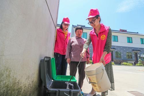 凝聚巾帼力量 助力垃圾分类
