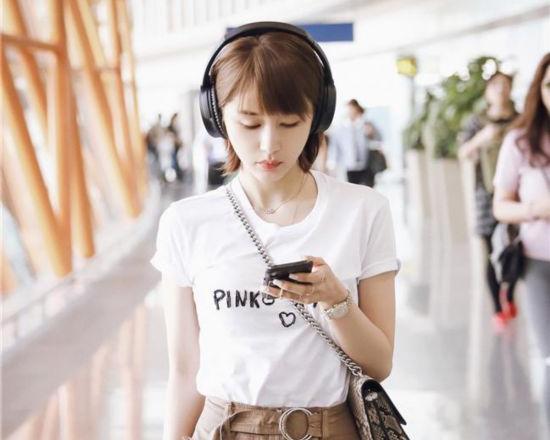 王子文机场私服曝光 工装裤配白T恤潮流复古