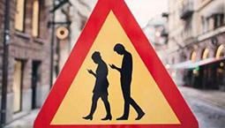 校园低头族惹人忧 部分省份出台规定禁止手机进入课堂