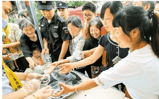 包粽子、唱戲劇……杭州市第十六屆鄰居節開幕