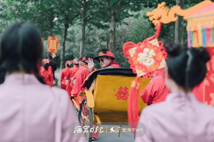 低碳婚禮火了!海寧一男子用花轎、黃包車娶新娘!