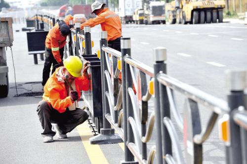 扩建道路装护栏