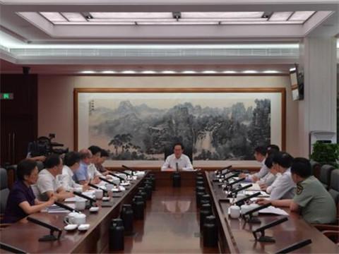 省委常委会议�从^三个地 ̄的政治高度推动主题教育走深走实
