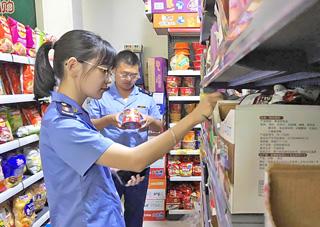 县市场监管局到各乡镇(街道)检查食品安全工作