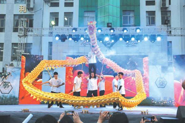临海市豪情汽车工业学校举办校园艺术文化展示活动