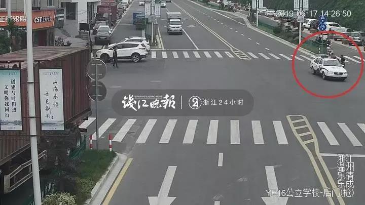 這輔警神了!路上打聲招呼,小偷就主動坐上了警車……