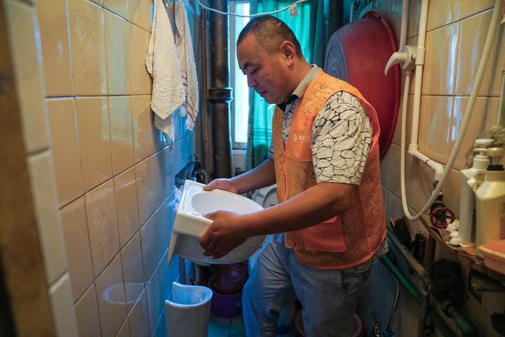 杭州首戶困難老年人家庭適老化改造在和睦新村開工