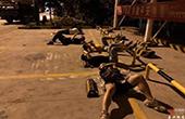 致敬!席地而睡的不是流浪漢 而是抓捕路上的桐鄉民警