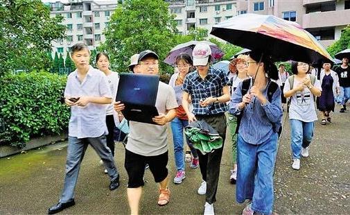 """""""老紙頭""""里有哪些故事?浙江學子""""搶救""""民間文書"""