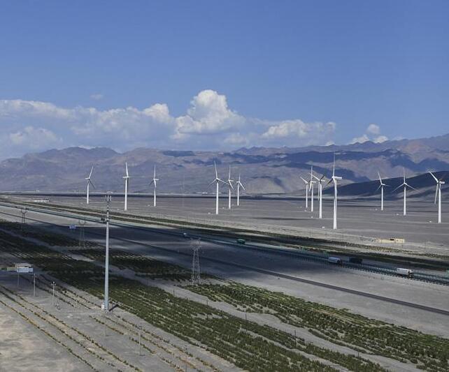 """新疆绿色能源""""受宠"""""""