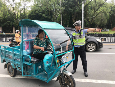 县公安局交警大队组织开展交通安全大整治行动