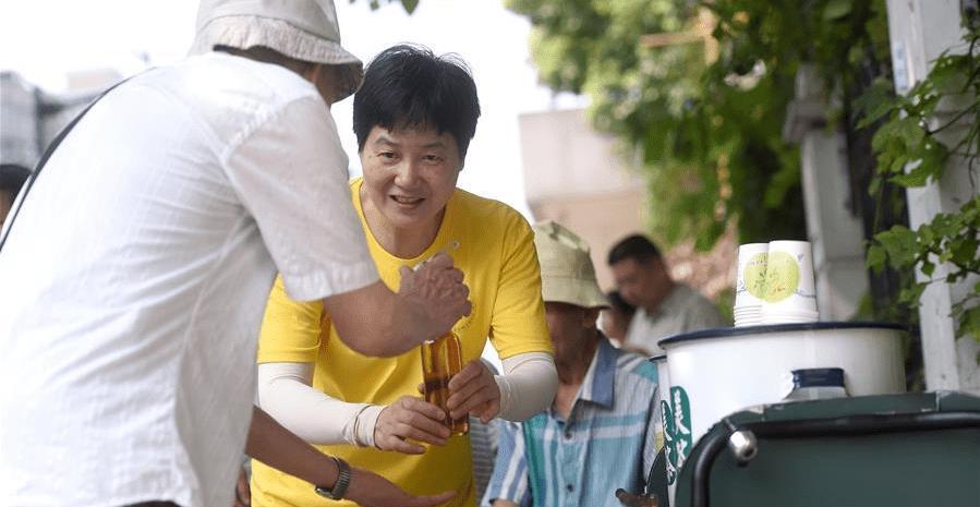 杭州:42年免費涼茶攤 愛心在接力