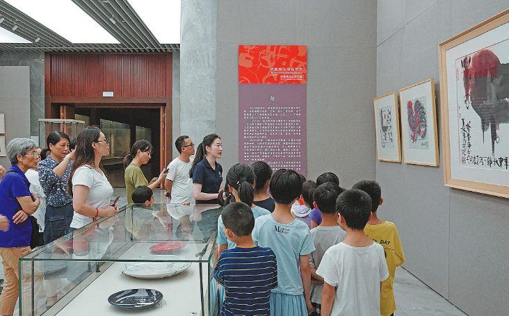 """韩美林综合艺术展""""在市博物馆第二临时展厅开展"""