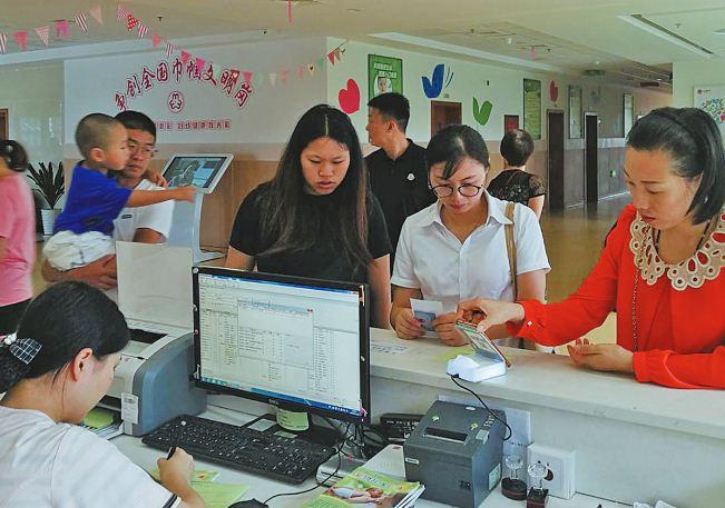 不排队 更便捷  市妇保院实现儿童入园体检扫码支付