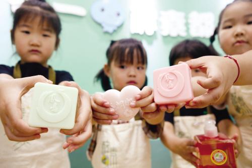 厨余垃圾变身环保香皂
