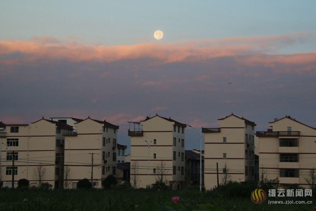 云上月亮 唯美