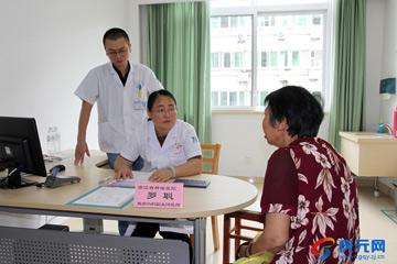 """省肿瘤医院到我县开展""""健康直通车""""大型义诊活动"""