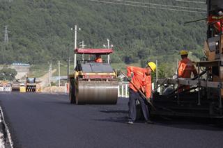 高速连接线项目6标段 力争9月底交工验收