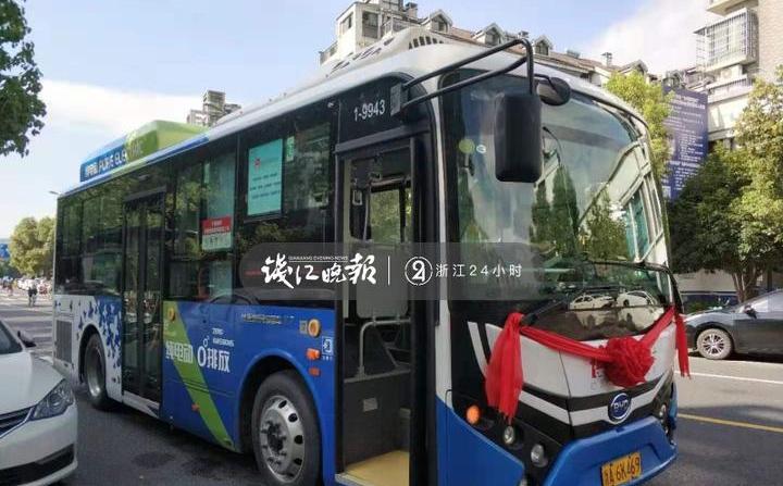 """杭城首条社区穿梭巴士开通 沿线设8个""""招呼站"""""""