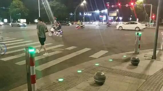 智慧斑馬線亮相秀洲 行人過馬路就像走星光大道