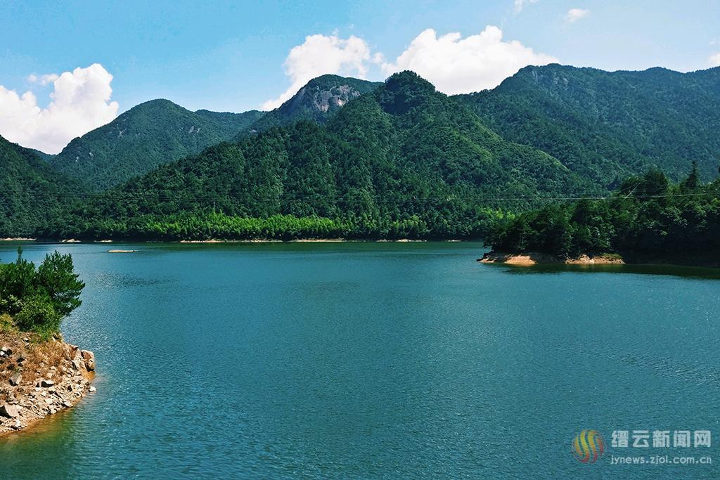 青山绿水自然凉