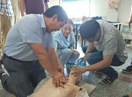 医共体崇仁分院开展心肺复苏技能培训
