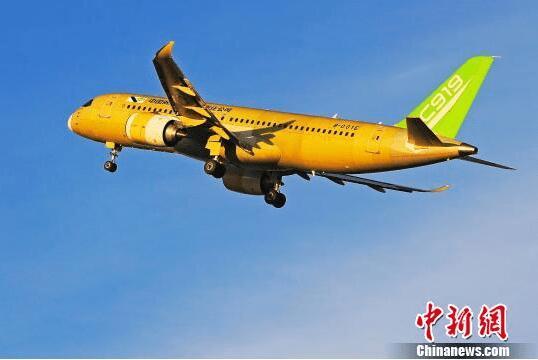 中国商飞C919大型客机104架机成功完成首次试验飞行