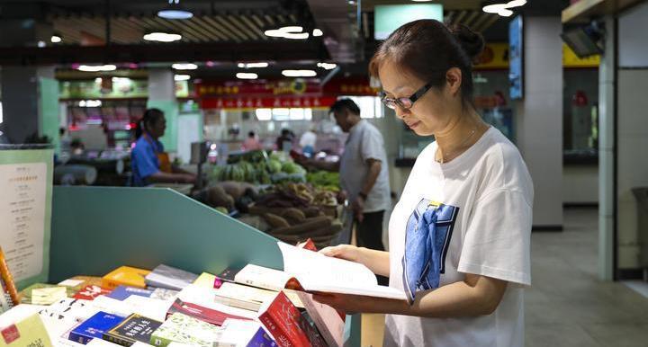 城会玩!书屋开进菜场 一起去翰林农贸市场打卡看书