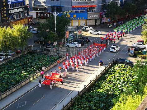 全民健身健步走 欢庆新中国成立70周年