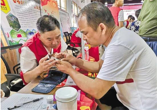 每五人中就有一个志愿者!志愿服务在桐庐成时尚