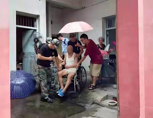 黄泽镇:转移危房居民