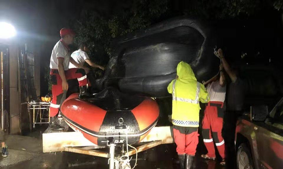 应急救援队开展夜间备战