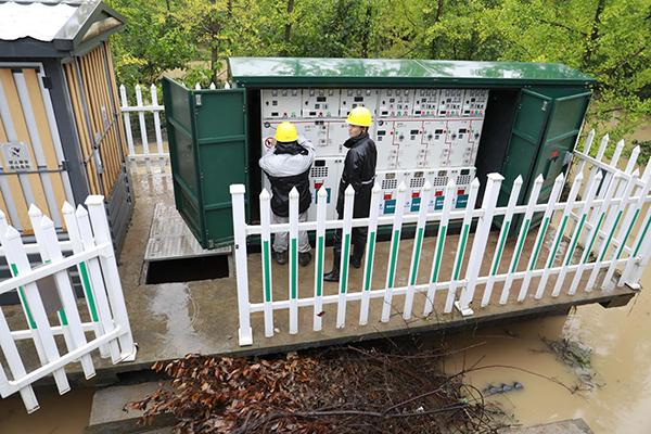 镜岭镇多地区电力中断 15辆抢修车辆近百名抢修人员赶赴一线