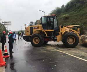 台风天,公路人奋战在一线!