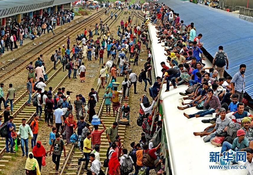 """孟加拉国的""""春运"""""""