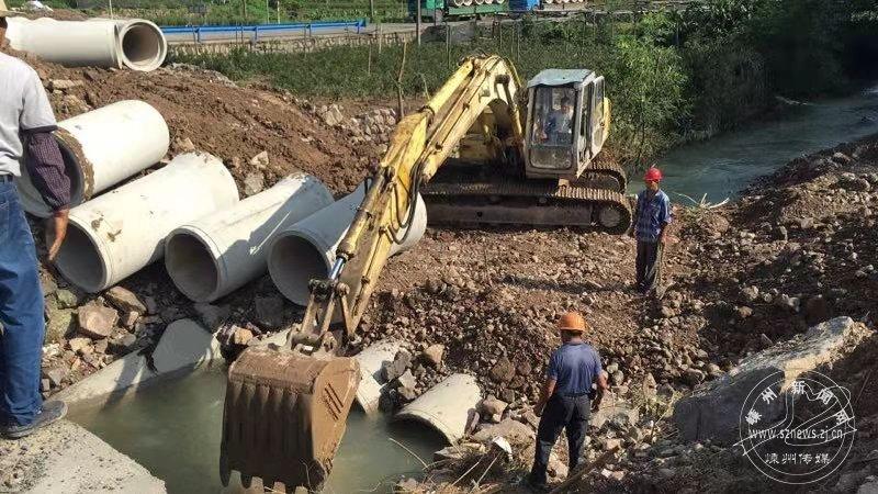 抢修水毁道路