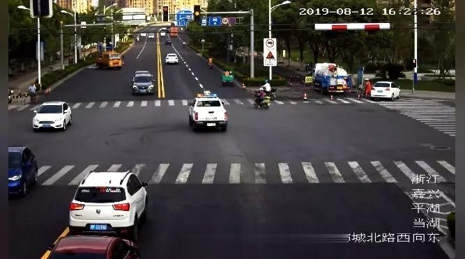 20分钟车程只花了5分钟!平湖这辆警车为何街头狂奔?