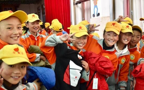 收到来自浙江的温暖 西藏那曲的这些孩子穿上了新冬衣