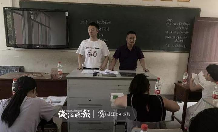 衢州父子为32个留守孩子免费办暑假培训班