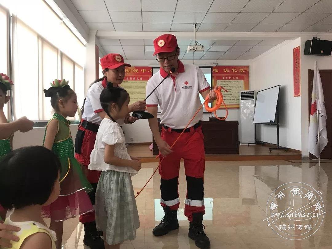 市民政局開展關愛留守兒童和困境兒童活動