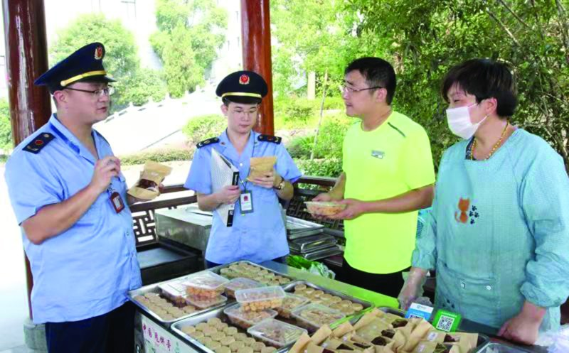 市监局开展食品安全检查