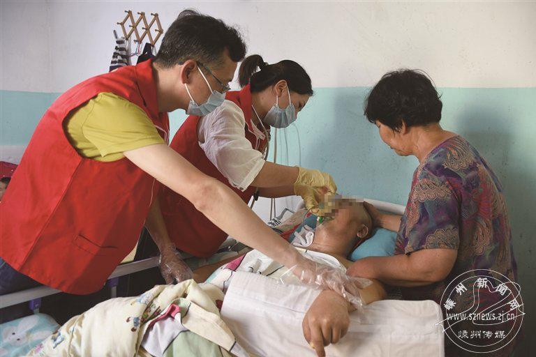 市中医院志愿者服务团队开展免费上门服务记事