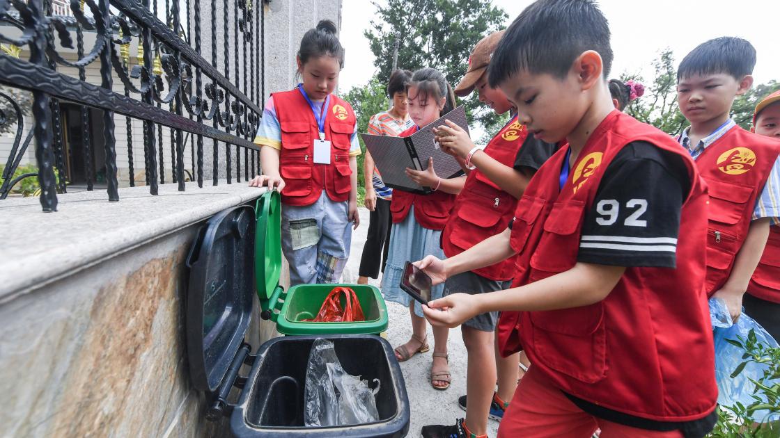 浙江长兴:小小志愿者助推美丽乡村建设