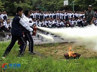 荷地中学开展消防地震演练