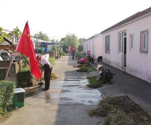 长西村开展环境整治行动