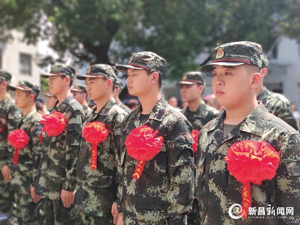 首批新兵奔赴军营